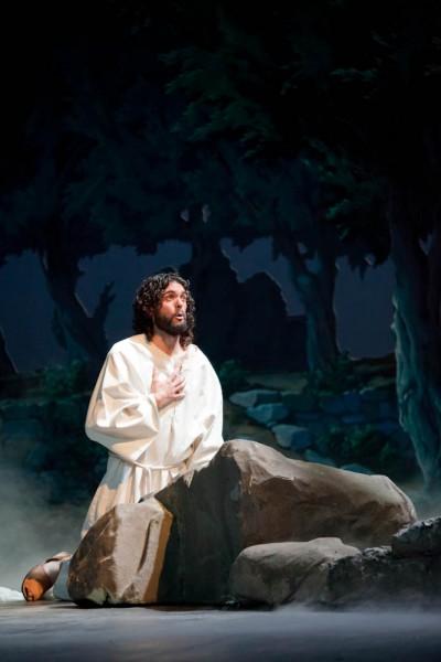Aufwendiges Bühnenbild - Jesus am Ölberg